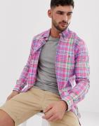 Camisa Oxford abotonada a cuadros en rosa de corte slim con logo de ju...