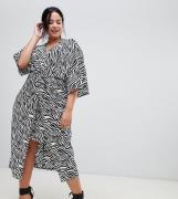 Vestido midi estilo kimono con estampado de cebra de ASOS DESIGN Curve